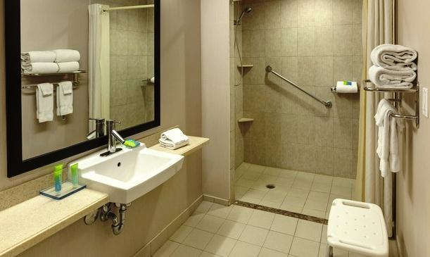 Photo 1 - Radisson Hotel & Suites Fallsview, 6733 Fallsview Boulevard, Niagara Falls, ON, Canada