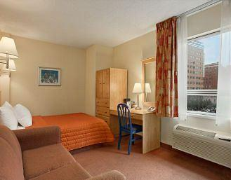 Photo 1 - Travelodge Montreal Centre, 50 Rene-Levesque West, Montreal, QC, Canada