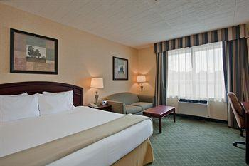 Photo 1 - Holiday Inn Express Hotel & Suites Collingwood - Blue Mountain, 4 Balsam Street, Collingwood, ON, Canada