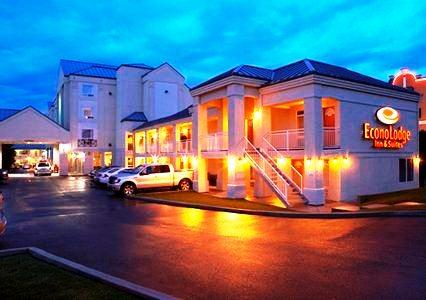 Photo 1 - Econo Lodge Inn & Suites University, 2231 Banff Trail, Calgary, AB, Canada