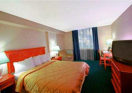 Photo 1 - Comfort Hotel Airport North, 445 Rexdale Boulevard, Toronto, ON, Canada