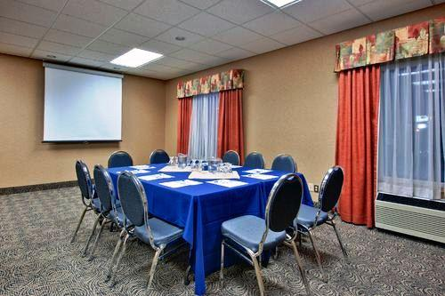 Photo 1 - Holiday Inn Express Saskatoon, 315 Idylwyld Drive North, Saskatoon, SK, Canada