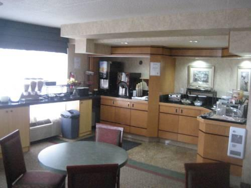 Photo 1 - Comfort Inn Meadowvale Mississauga, 2420 Surveyor Road, Mississauga, ON, Canada