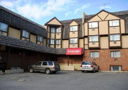 Photo 1 - Econo Lodge Inn & Suites, 300 Wallinger Avenue, Kimberley, BC, Canada