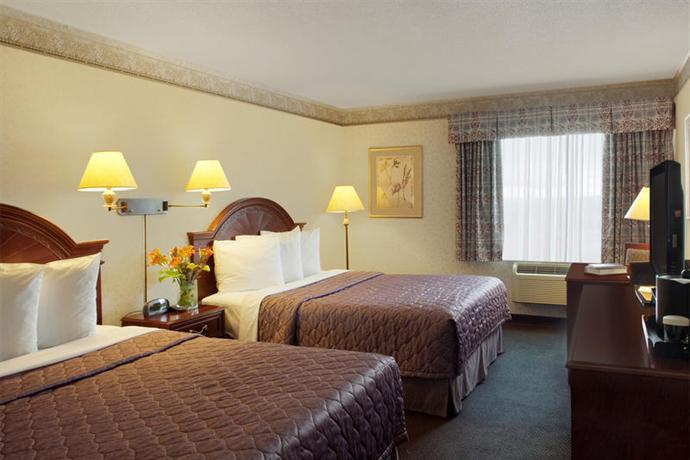 Photo 1 - Stay Inn Airport South Toronto, 560 Evans Avenue Etobicoke, Toronto, ON, Canada