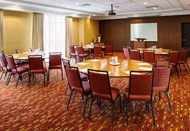 Photo 1 - Courtyard by Marriott London, 864 Exeter Road, London, ON, Canada