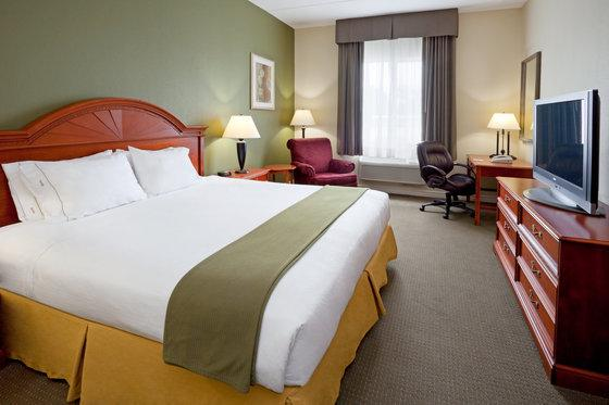 Photo 1 - Holiday Inn Express 1000 Islands Gananoque, 777 King Street East, Gananoque, ON, Canada