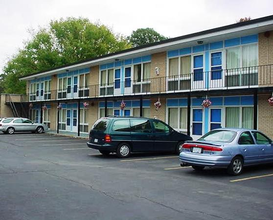 Photo 1 - Chipican Motel, 1144 Christina Street North, Sarnia, ON, Canada