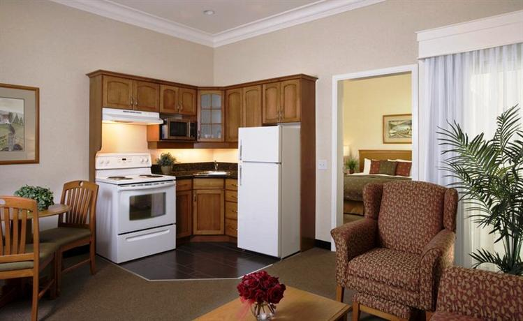 Photo 1 - BEST WESTERN Kelowna Hotel & Suites, 2402 Highway 97 North, Kelowna, BC, Canada