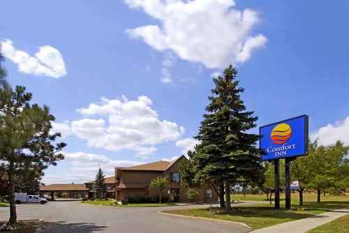 Photo 1 - Comfort Inn Toronto North, 66 Norfinch Drive, Toronto, ON, Canada