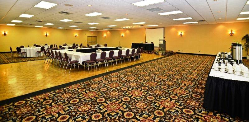 Photo 1 - BEST WESTERN Nor'Wester Hotel & Conference Centre, 2080 Highway #61 , Thunder Bay, ON, Canada