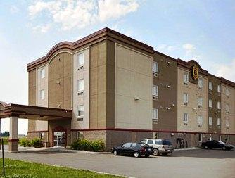 Photo 1 - Super 8 Motel West Vaudreuil, 3200 Boulevard De La Gare, Vaudreuil-Dorion, QC, Canada