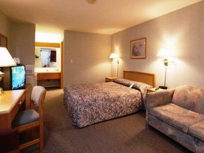 Photo 1 - Travelodge - Salmon Arm, 2401 Trans Canada Highway SW, Salmon Arm, BC, Canada
