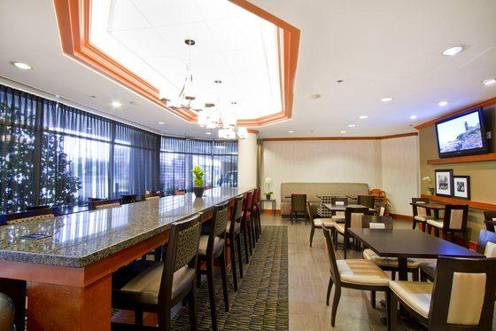 Photo 1 - Hampton Inn Vancouver Airport, 8811 Bridgeport Road, Richmond, BC, Canada