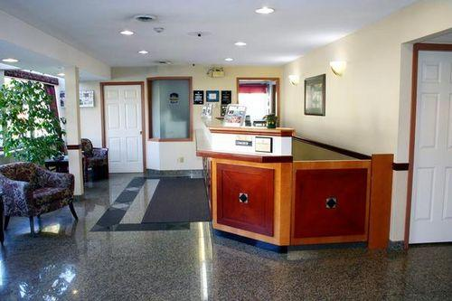 Photo 1 - BEST WESTERN Capilano Inn & Suites, 1634 Capilano Road, North Vancouver, BC, Canada
