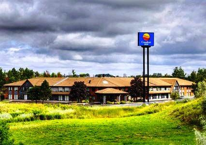 Photo 1 - Comfort Inn Newmarket, 1230 Journey's End Circle, Newmarket, ON, Canada