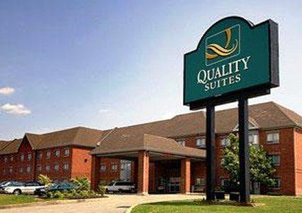Photo 1 - Quality Suites Laval, 2035 Autoroute des Laurentides, Laval, QC, Canada