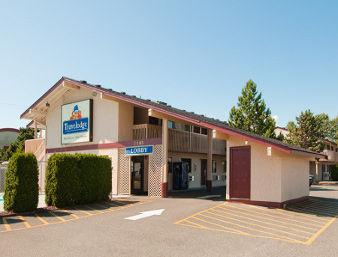 Photo 1 - Travelodge Courtenay, 2605 Cliffe Avenue, Courtenay, BC, Canada