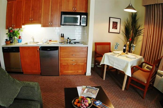 Photo 1 - BEST WESTERN PLUS Chemainus Inn, 9573 Chemainus Road, Chemainus, BC, Canada