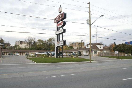 Photo 1 - Super 7 Motel, 697 Wellington Road South, London, ON, Canada