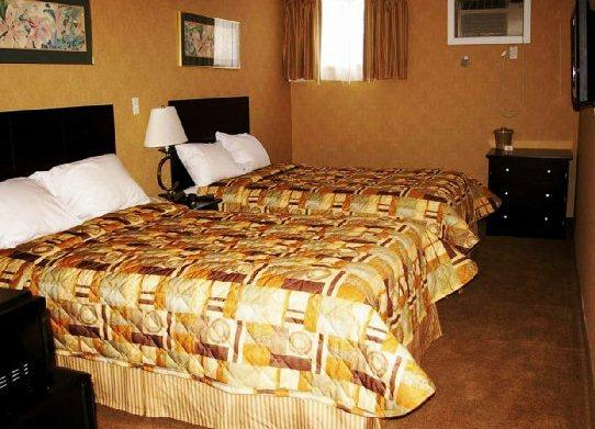 Photo 1 - Econo Lodge Woodstock, 15 Graham Street, Woodstock, ON, Canada